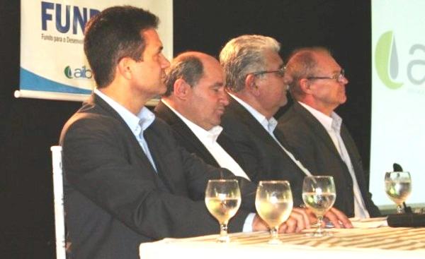 Eduardo Salles e Busato, na cerimônia de apresentação da diretoria da AIBA