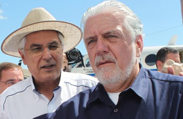 O Prefeito e o vice-presidente da AIBA, Odacil Ranzi, abaixo, foram receber Wagner no aeroporto.