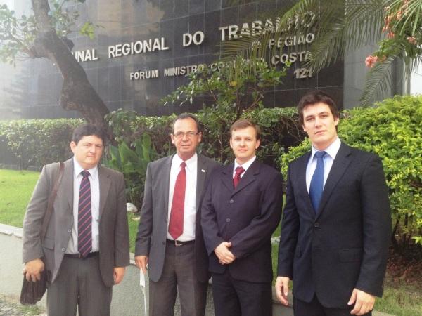 Olivério Gomes de Oliveira Neto (Secretário Adjunto OAB-LEM), Carlos César Cabrini (Presidente OAB-LEM), Evandro Slongo (Tesoureiro OAB-LEM) e  Luiz César Cabrini (Advogado militante em LEM).