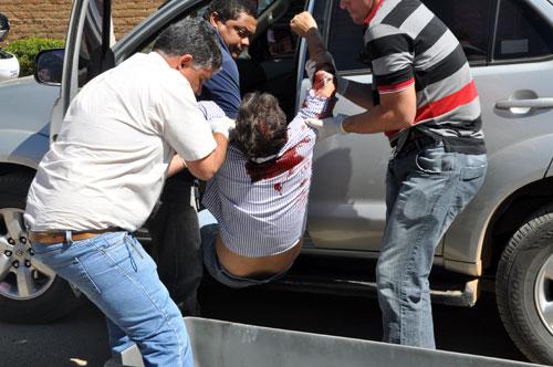 Polícia Técnica remove o cadáver do empresário