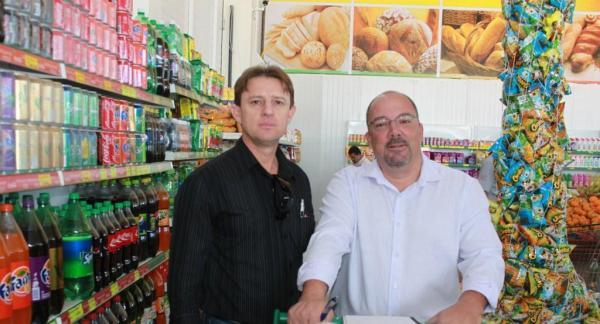 Léo Gromann e o diretor de Novos Negócios de O Expresso, Rogério Fay
