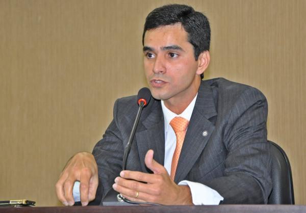 Anderson Bastos, titular da 48ª Vara de Juizados Especiais da Capital