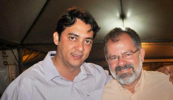 Marcelo Nilo com Jabes Júnior: nem o apoio de meia centena de prefeitos  e quase 40 deputados estaduais salvou a candidatura do Presidente da Assembleia na cabeça da chapa da Situação.