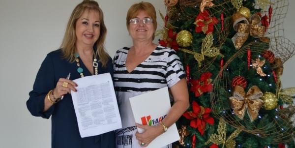 A Diretora Geral, Maria Angélica e aCoordenadora do curso, Renate Maria Wieczorek.