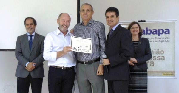 João Carlos Jacobsen, Vanir Köln, presidente do Sindicato Rural, Odacil Ranzi, do Sindicato e da Aiba, e Isabel da Cunha, da ABAPA