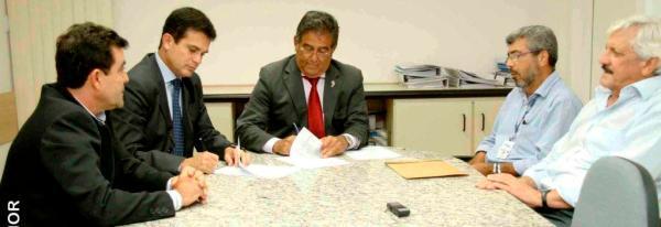 Assinatura de acordo de cooperação entre Seagri e Embasa. Foto de Heckel Júnior.
