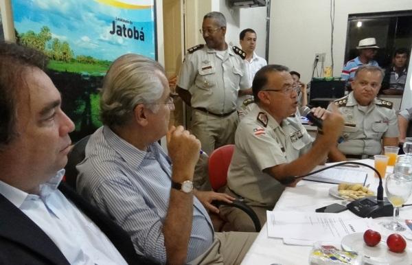 O Comandante-geral da Polícia Militar da Bahia (PM-BA), Coronel Alfredo Castro, comentou que os prefeitos devem também, levar a situação para o poder Judiciário.