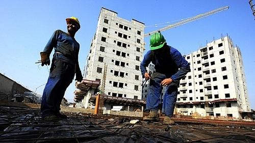 Operários-em-construção-civil