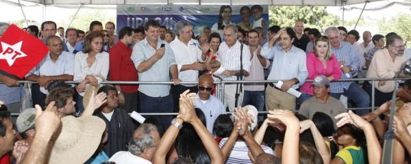 Inauguração da UPA, em Luís Eduardo, em abril de 2012: constrangimentos com a claque de Oziel, ao ponto de Otto Alencar chamar sua atenção.