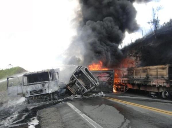 Acidente aconteceu no final da manhã deste sábado (Foto: Marcos Souza Frahm/Blog Marcos Frahm). Informações do site G1.