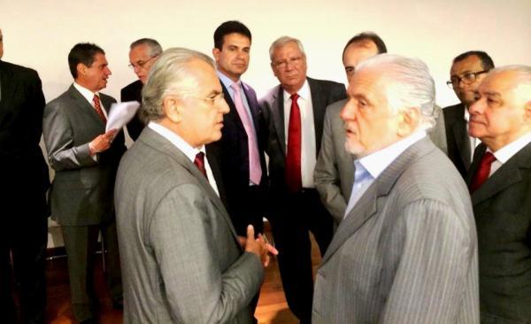 Humberto Santa Cruz aproveitou e conversou com o governador sobre a importância da Usina para o município.