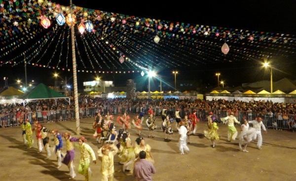 Além das atrações musicais as quadrilhas juninas prometem atrair um grande público para o circuito junino na Praça de Eventos do bairro Santa Cruz em Luís Eduardo Magalhães.
