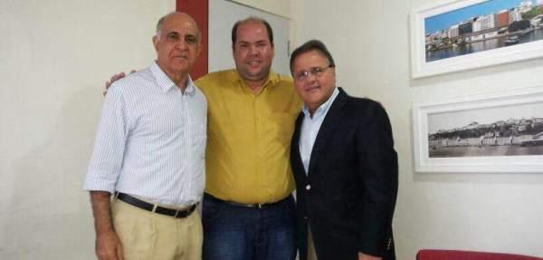 Paulo Souto e Geddel, com o vice-prefeito de Ilhéus, Cacá Colchões, no escritório de pré-campanha.