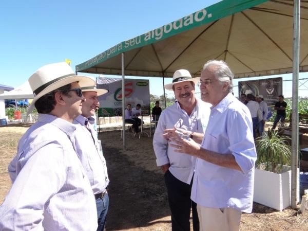 Humberto Santa Cruz em conversa com Ademar Marçal, conversam sobre manejo do sistema de produção para a sustentabilidade dos cultivos