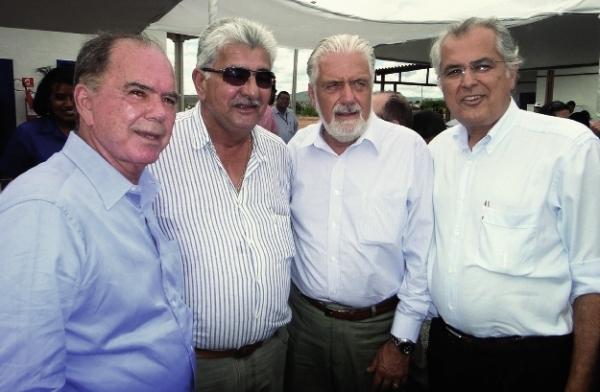 João Leão, candidato a vice, e os prefeitos Antônio Henrique e Humberto Santa Cruz com o governador Jaques Wagner