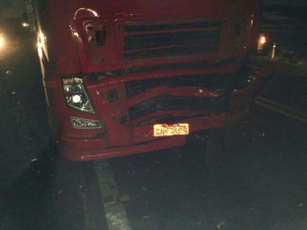 O caminhão também sofreu danos extensos