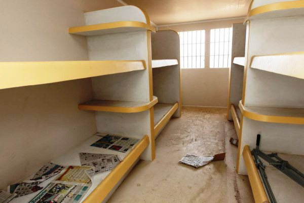 As celas do CPD comportarão 8 presidiários em quatro beliches.