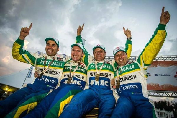 A equipe Mitsubishi/Petrobras: campeões.