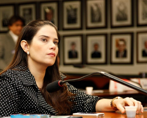 Aline Correa