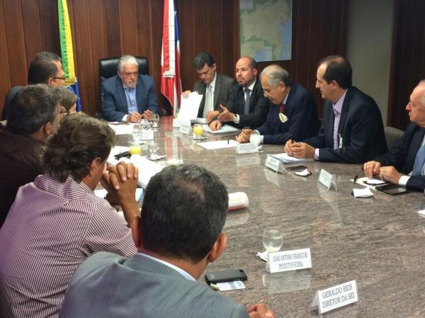 A audiência com o governador serviu para se cobrar providencias urgentes do governo do estado no que se refere a formação de um grupo de trabalho para cumprir o acordo firmado entre Bahia e Tocantins