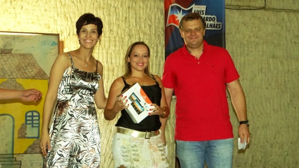 A secretária Alessandra Hillman, uma professora, e o secretário de Governo, Carlos Alberto Koch