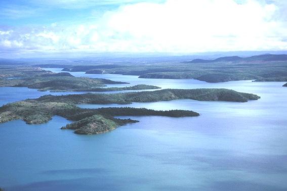 Lago da represa da Usina Hidrelétrica de  Xingó - Rio São Francisco - AL- Zig Koc