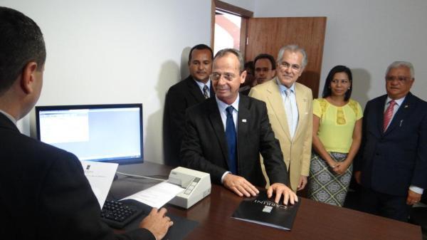 Cabrini protocola primeira petição.