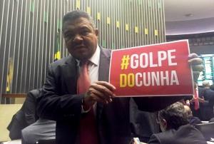 O deputado federal Valmir Assunção durante protesto na Câmara Federal - FOTO Divulgação