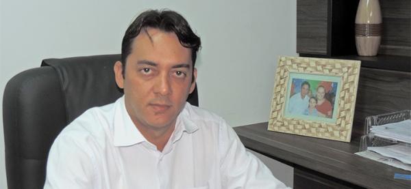 Jabes Júnior em foto publicada no jornal Gazeta do Oeste