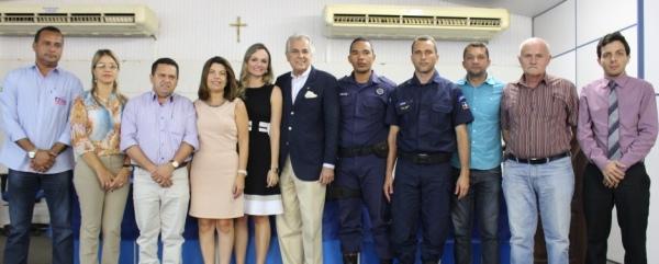 Membros da comissão de trabalho do Estatuto da GM, prefeito Humberto Santa Cruz e representantes do Executivo e Legislativo