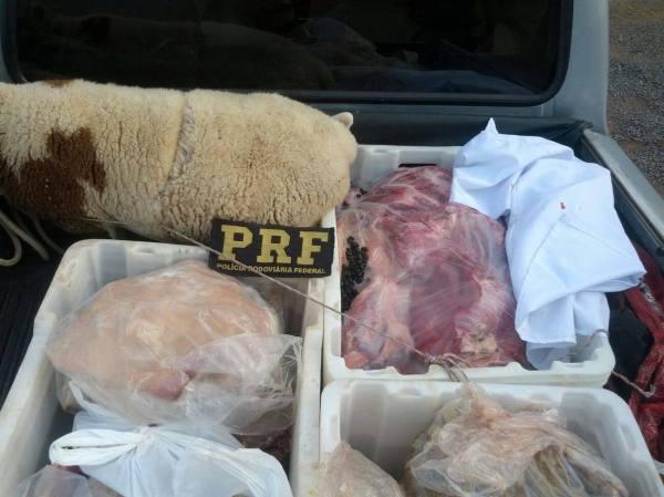 Aquelas bolinhas na caixa da carne seriam azeitonas pretas?