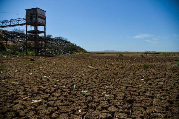 Remanso - Com a falta de chuva na nascente do Rio São Francisco, o reservatório de Sobradinho vive a maior seca de sua história (Marcello Casal jr/Agência Brasil)