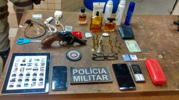 Os objetos furtados do carro do banhista estavam de posse da garotada ativa.