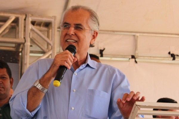 O prefeito Humberto Santa Cruz não escondeu a alegria pela inauguração da nova Policlínica e pelo nascimento da primeira neta