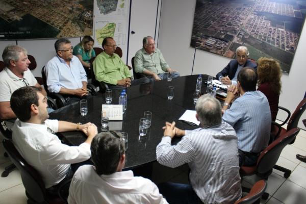 Prefeito recebe a Presidente e Diretoria do Sindicato dos Produtores Rurais para debater a situação agrícola e as consequencias da estiagem em LEM