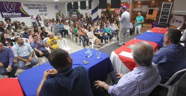 Leão levanta a plateia de inauguração da Casa Progressista