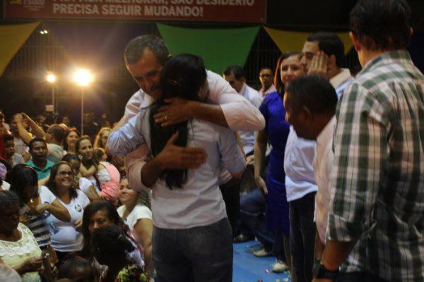 Jusmari abraça Zito na convenção da candidata Graça Gobbi(PSD).
