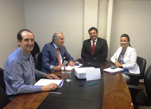 Na Secretaria de Desenvolvimento Economico da Bahia, prefeito e secretário discutem estratégias para gestão do Centro Industrial
