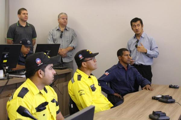 O secretário de Ciência, Tecnologia e Inovação Marçal Tsukamoto durante treinamento com a SUTRANS, GM e Meio Ambiente no CCO