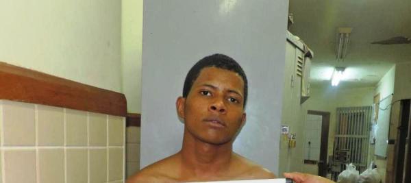 Joel: preso na semana passada com uma pistola .40