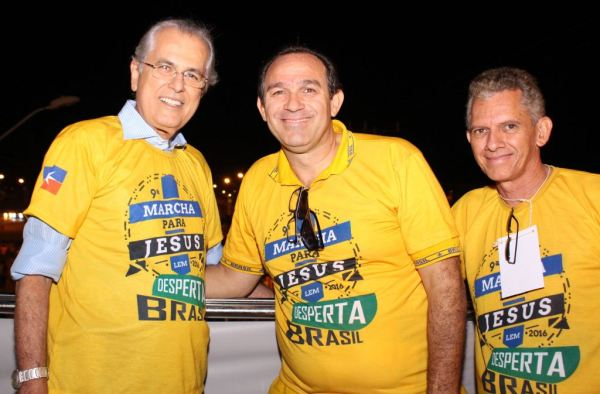 Prefeito Humberto Santa Cruz e o presidene da AMELEM, Pastro Leomario Rodrigues Silva