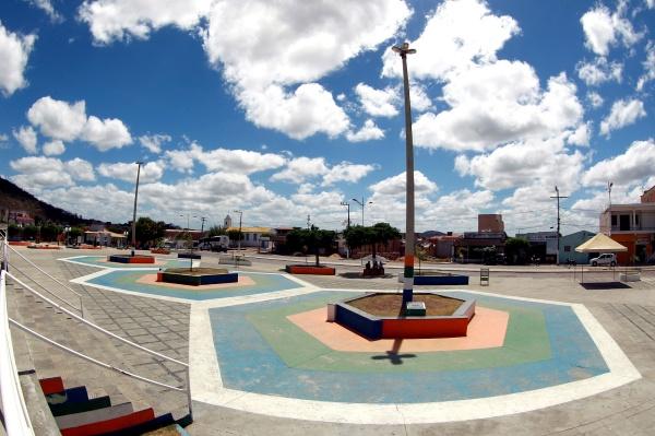 Governo continua investimentos, como este sistema de abastecimento d'água em Andorinha, no interior.