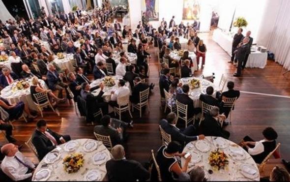 Um banquete de alto custo para convencer deputados de votar PEC da economia