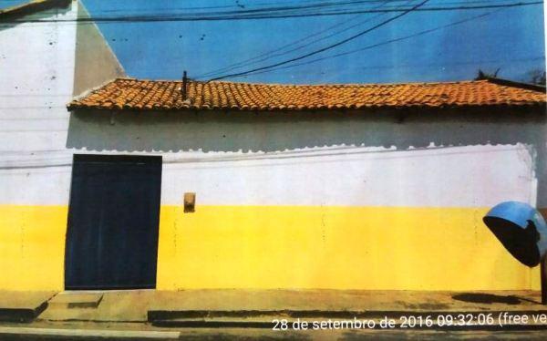 Escolas, uniformes dos alunos, material escolar e prédios públicos receberam o amarelo da campanha de Alfredinho