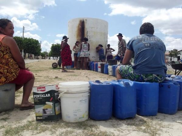 Rio Grande do Norte da desigualdade: enquanto marajás se locupletam, pobres esperam por um pouco d'água para beber