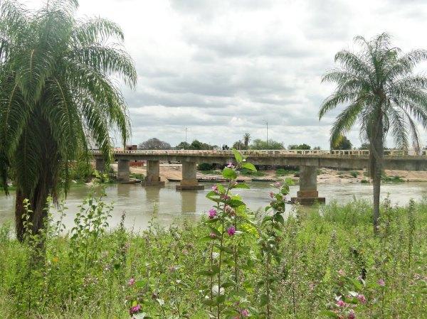 Ponte sobre o rio São Francisco, que une Cabrobó à ilha de Assunção, local do confronto.