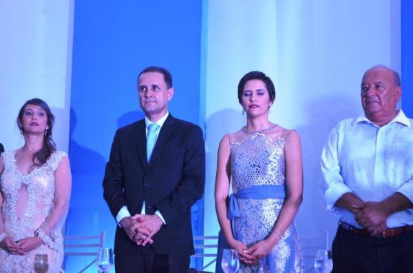A vice-prefeita, o Prefeito, a primeira dama e o prefeito de Santa Rita de Cássia
