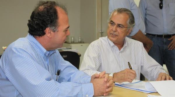 Bezerra assina pré-convênio, no valor de R$ 3 milhões, para finalizar o projeto do Parque da Cidade. Até hoje o dinheiro não chegou.