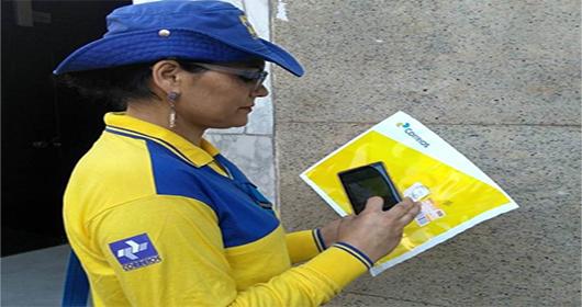 Uso de smartphones por carteiros moderniza entrega dos Correios   Correios  do Brasil - Funcionários